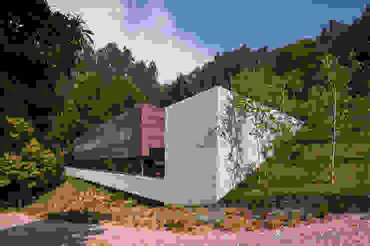 Casas modernas: Ideas, imágenes y decoración de Carvalho Araújo Moderno Hormigón