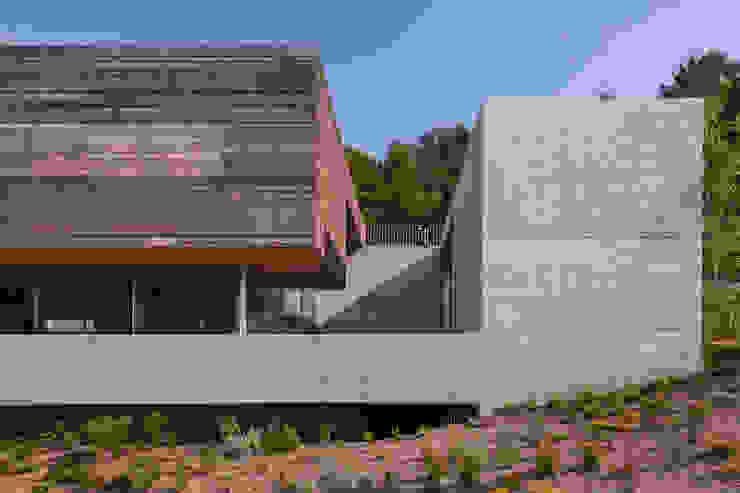 Casas modernas de Carvalho Araújo Moderno Concreto