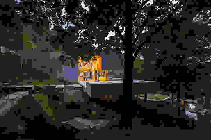 Carvalho Araújo Casas de estilo moderno Hormigón Gris