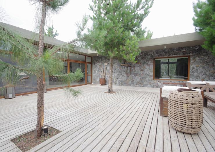 Jardines modernos de LUCAS MC LEAN ARQUITECTO Moderno