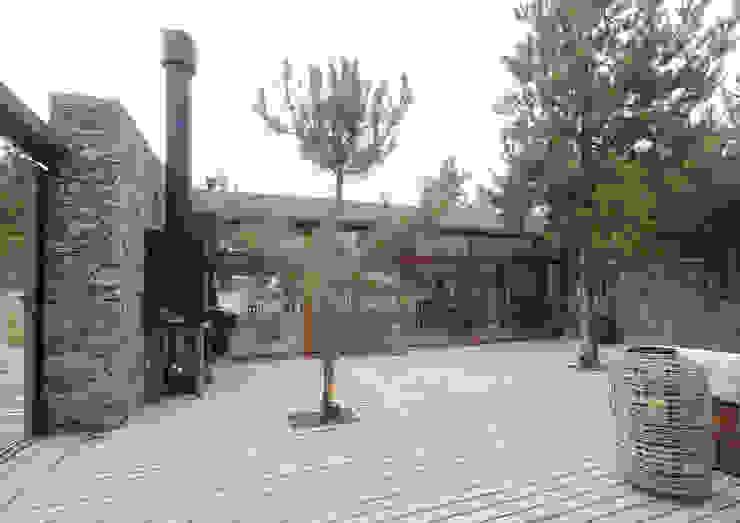 Casas de Playa – El Patio - Casas modernas: Ideas, imágenes y decoración de LUCAS MC LEAN ARQUITECTO Moderno