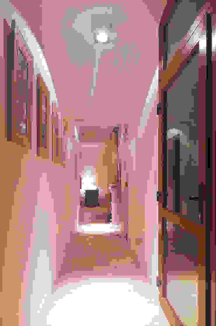 Pasillos, vestíbulos y escaleras modernos de LUCAS MC LEAN ARQUITECTO Moderno