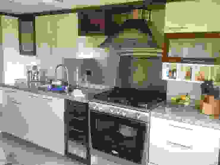 Apartamento en El Rosal Cocinas de estilo moderno de Arquitectura 4rq Moderno