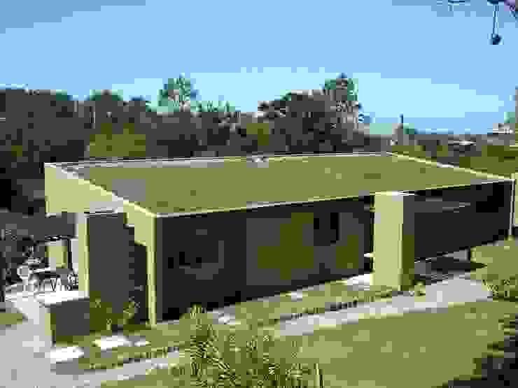 Piscinas naturales y diseños sustentables Balcones y terrazas rurales de arqs.insitu Rural
