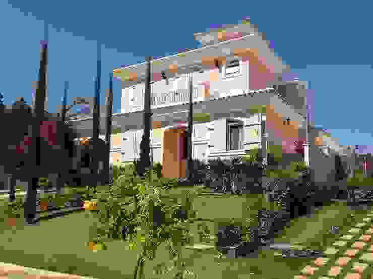 Modern home by flaviatarricone Modern