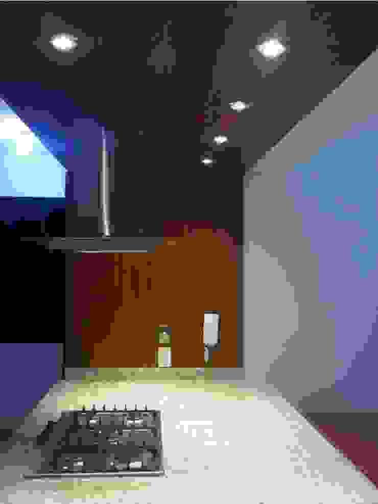 Cocina Le Ermitage Cocinas de estilo moderno de Forma y Espacio Arquitectos Constructores CA Moderno Compuestos de madera y plástico