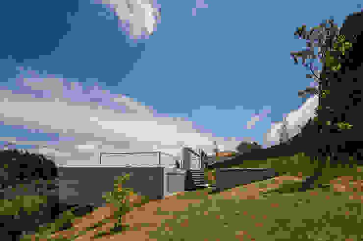 Case moderne di Carvalho Araújo Moderno Cemento