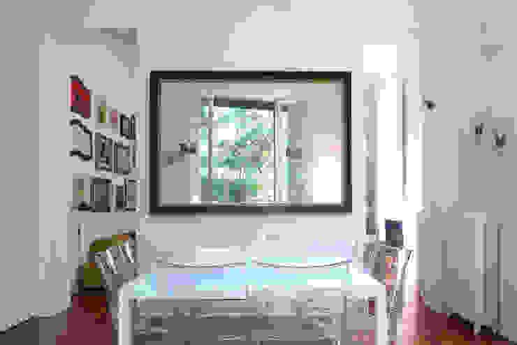 SAFFI VILLETTA Sala da pranzo minimalista di 02arch Minimalista