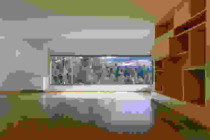 Habitação Unifamiliar Monte dos Saltos Salas de estar minimalistas por olgafeio.arquitectura Minimalista