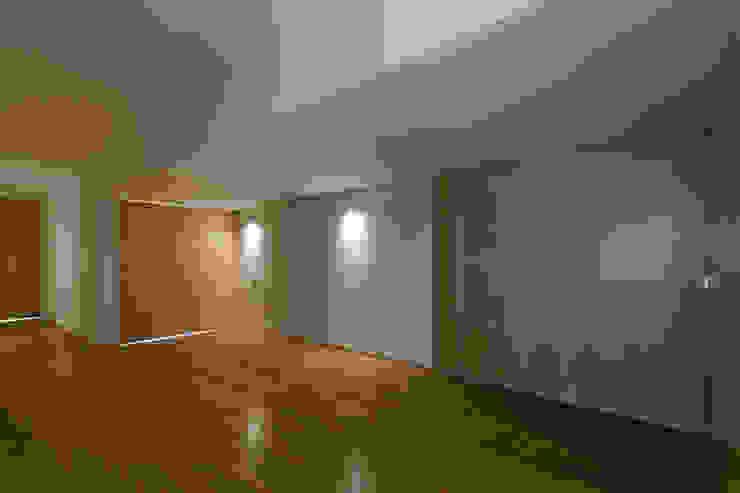 Habitação Unifamiliar Monte dos Saltos Corredores, halls e escadas minimalistas por olgafeio.arquitectura Minimalista