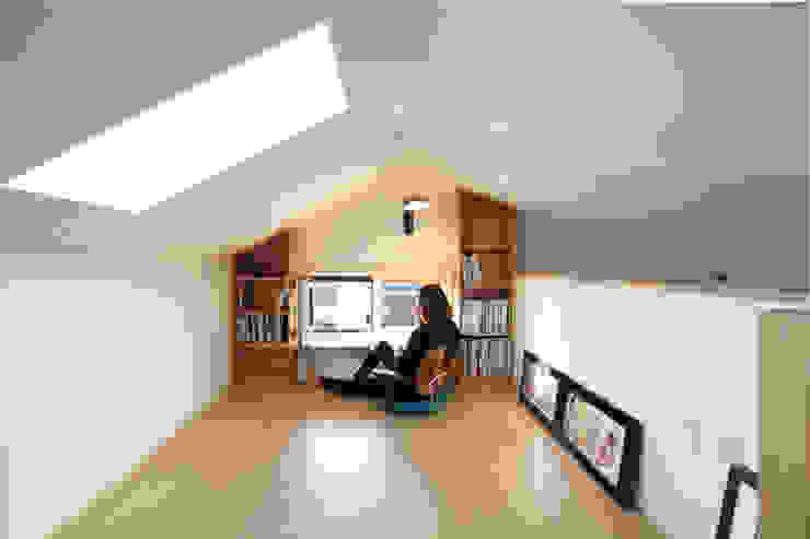 Escritórios e Espaços de trabalho  por 주택설계전문 디자인그룹 홈스타일토토, Moderno