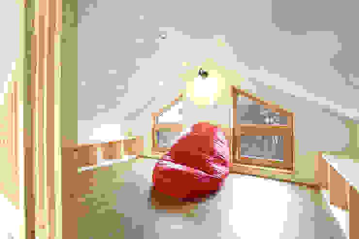 Dormitorios modernos de 주택설계전문 디자인그룹 홈스타일토토 Moderno