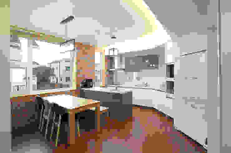 주방: 주택설계전문 디자인그룹 홈스타일토토의  주방,모던