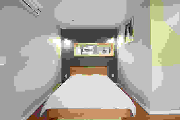컴팩트한 안방 침실: 주택설계전문 디자인그룹 홈스타일토토의  침실,모던
