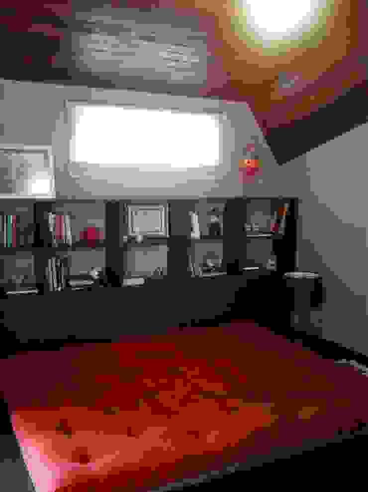 escritório no sótão Escritórios modernos por Margareth Salles Moderno MDF