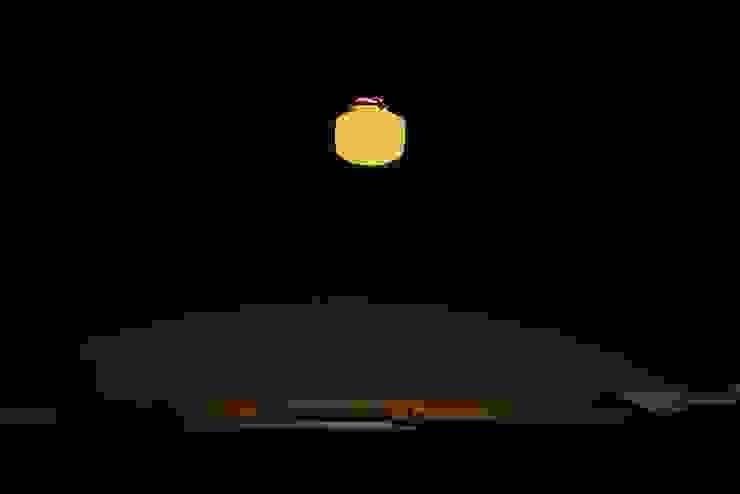 磁器製ランプシェード : 飛松陶器が手掛けた折衷的なです。,オリジナル 磁器