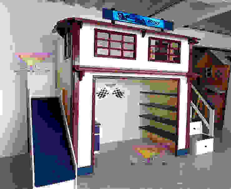 Fabulosa cama alta tipo garage retro de Kids Wolrd- Recamaras Literas y Muebles para niños Clásico Derivados de madera Transparente