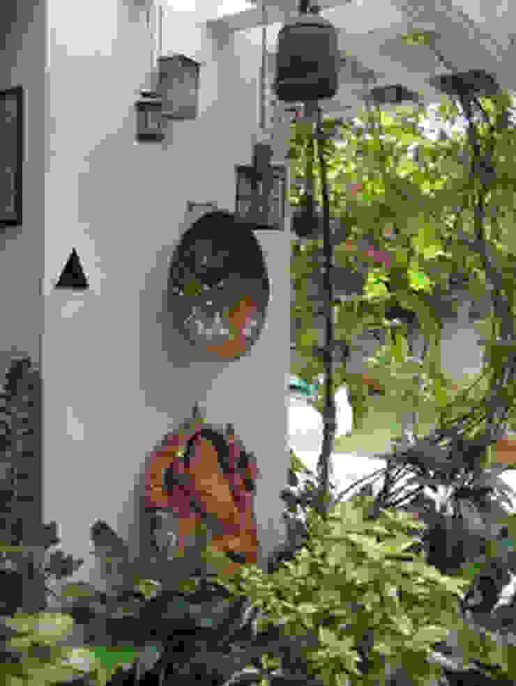 srisutath Modern style balcony, porch & terrace
