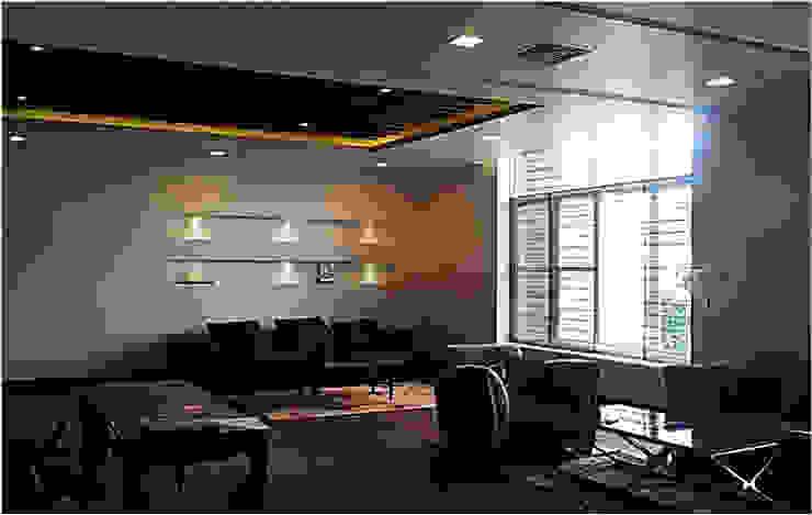 现代客厅設計點子、靈感 & 圖片 根據 sunilchitara 現代風
