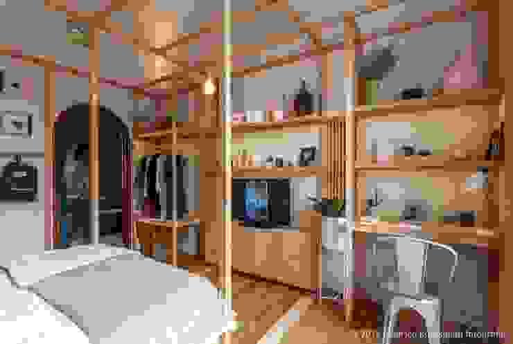 Casa Foa 2014 - Espacio 33: Estudios y oficinas de estilo  por DIM,Clásico
