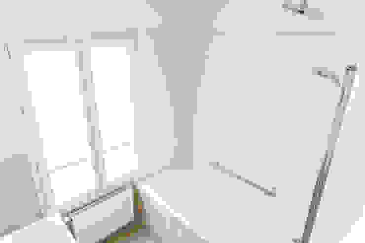 Lise Compain Modern Bathroom