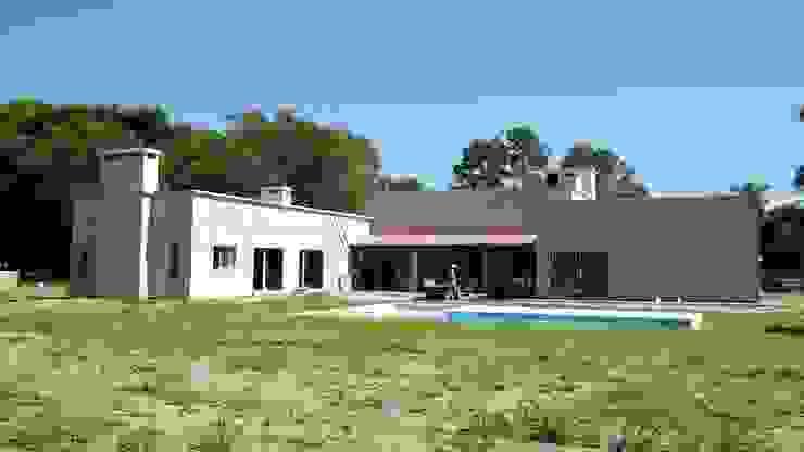 vivienda unifamiliar (en terminaciones 2014-2016) Casas clásicas de Gomez Sierra+ Solari, arqs Clásico