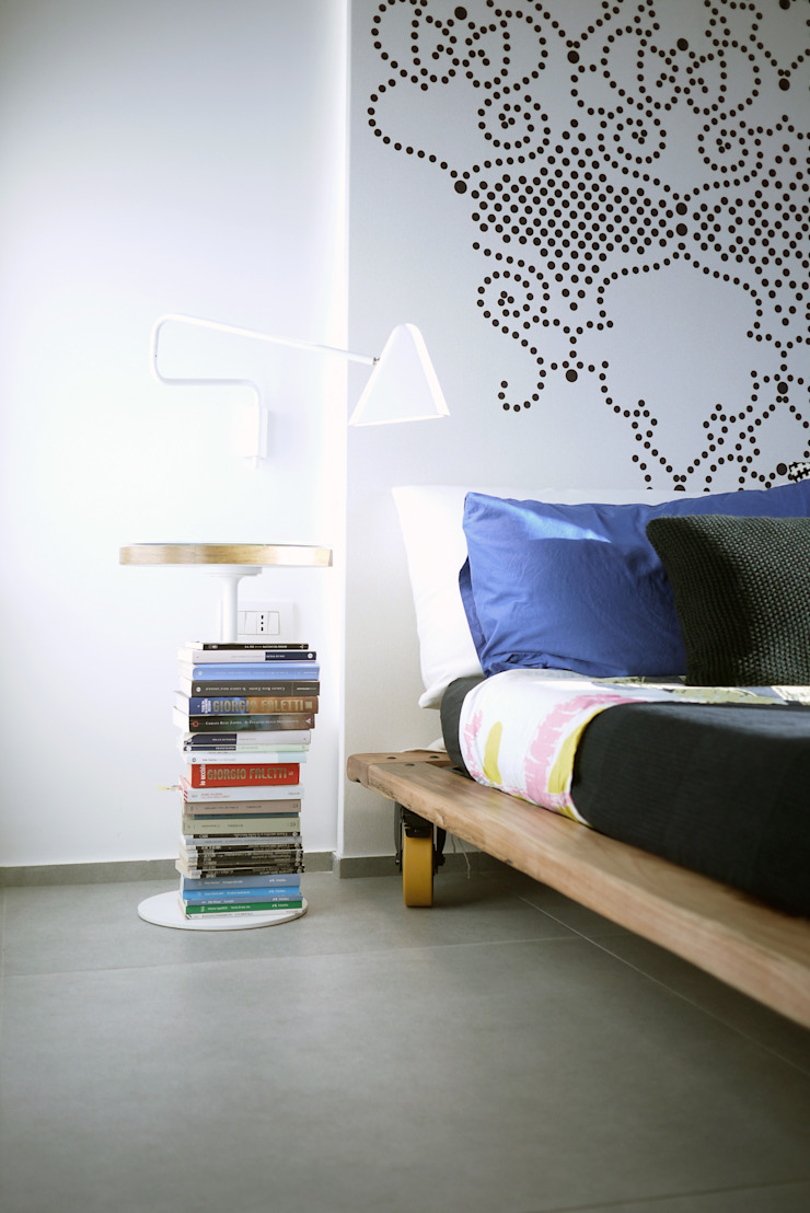 Industrial style bedroom by Giulia Brutto Architetto Industrial Solid Wood Multicolored