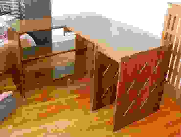 Le bureau en cours de montage chez son heureux propriétaire. Atelier C'hoat Arverne BureauBureaux Bois massif Marron