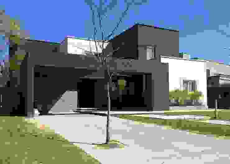 Casa FM Casas modernas: Ideas, imágenes y decoración de MFARQ - Tomas Martinez Frugoni Arq Moderno