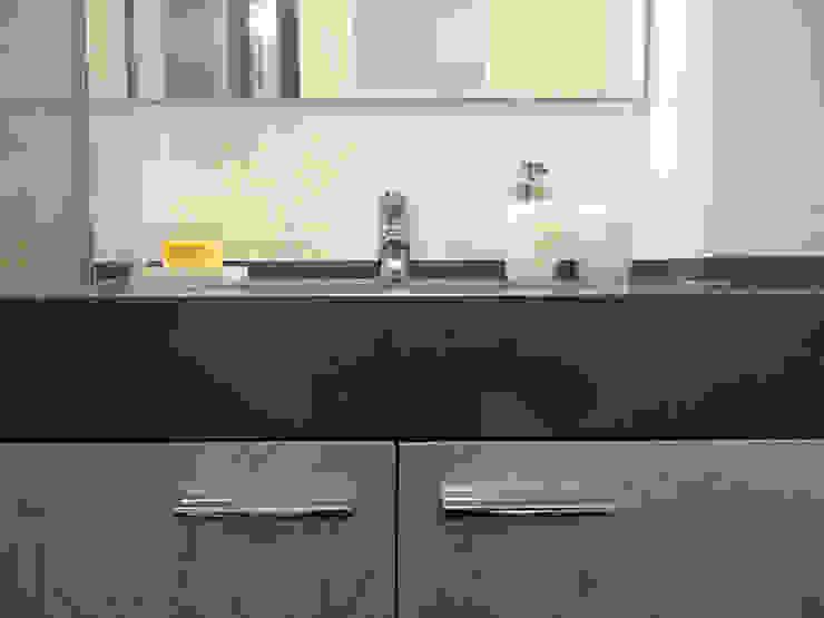 Remodelação de Apartamento, Braço de Prata : Casas de banho  por Happy Ideas At Home - Arquitetura e Remodelação de Interiores,