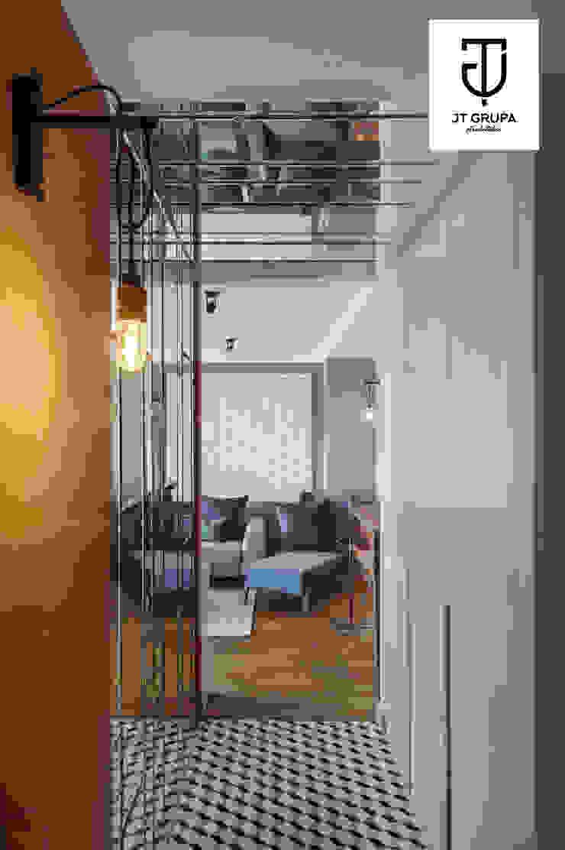 GDAŃSK – Mieszkanie wakacyjne Eklektyczny korytarz, przedpokój i schody od JT GRUPA Eklektyczny