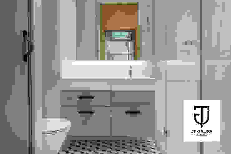 GDAŃSK – Mieszkanie wakacyjne Eklektyczna łazienka od JT GRUPA Eklektyczny