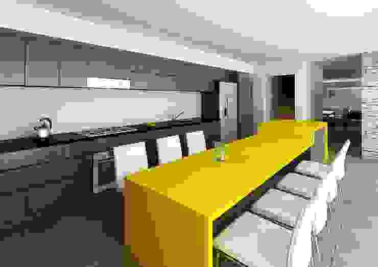 Modern kitchen by unoenseis Estudio Modern