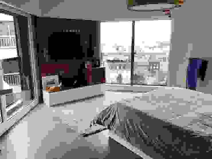 INTERIORISMO EN DEPARTAMENTO Dormitorios modernos: Ideas, imágenes y decoración de taller125 Moderno