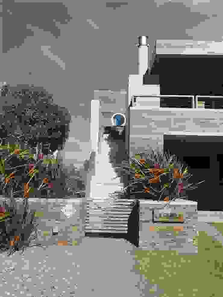 Casa <q>La Familia</q> Casas modernas: Ideas, imágenes y decoración de Estudio de arquitectura Vivian Avella Longhi Moderno