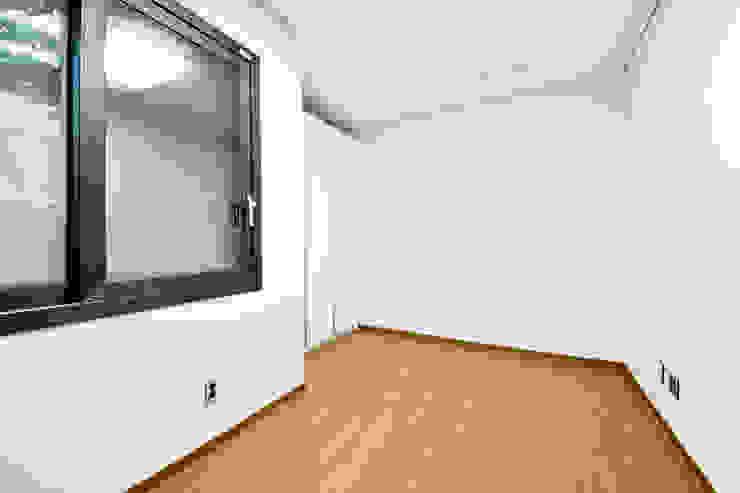 구산동 근린생활시설+주택 스칸디나비아 침실 by GongGam Urban Architecture & Construction 북유럽