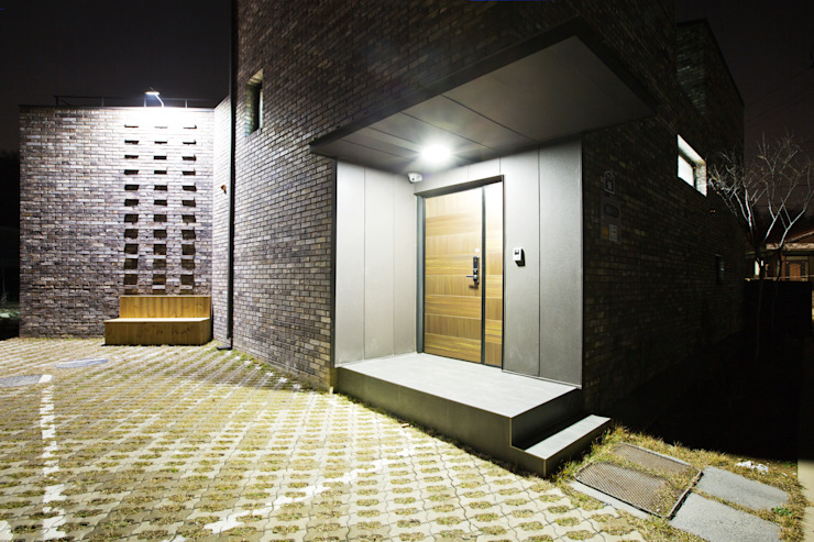Couloir, entrée, escaliers modernes par GongGam Urban Architecture & Construction Moderne