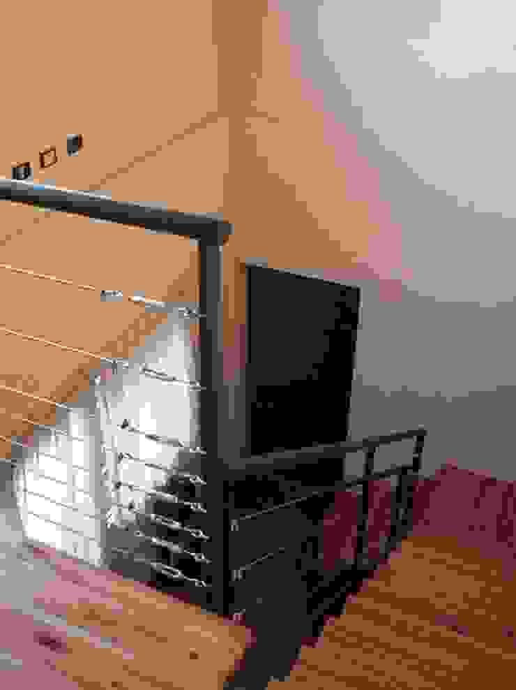 Casa en Berazategui Pasillos, vestíbulos y escaleras de estilo moderno de AyC Arquitectura Moderno