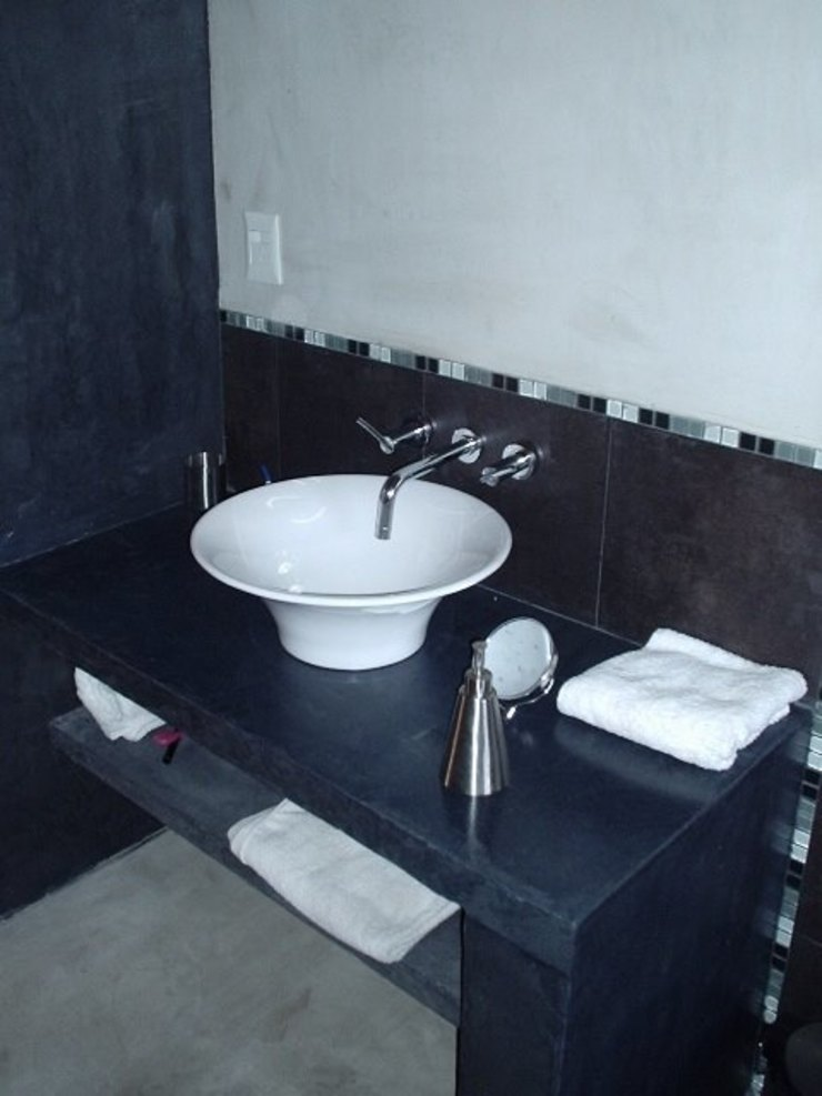 AyC Arquitectura Modern style bathrooms