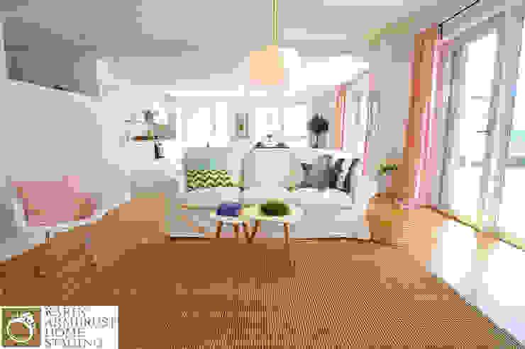غرفة المعيشة تنفيذ Karin Armbrust - Home Staging, كلاسيكي