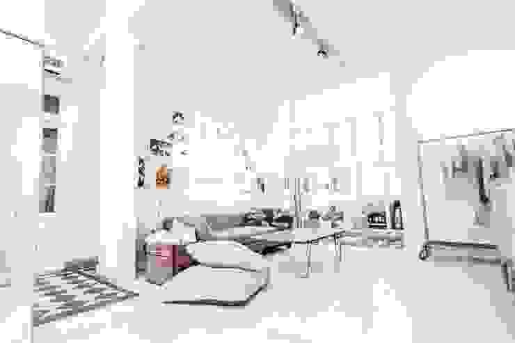 现代客厅設計點子、靈感 & 圖片 根據 Ornatto 現代風