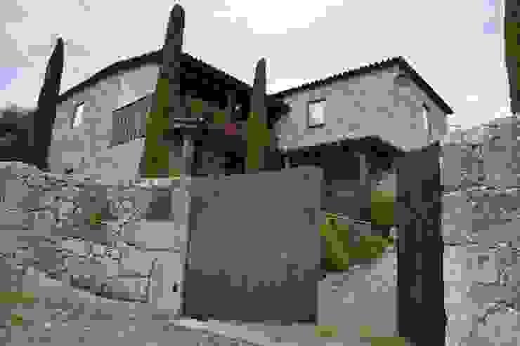 Projecto - Casa da Gemieira: Casas  por Limaplano