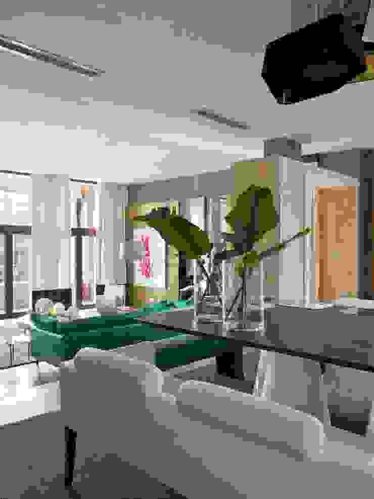 ARTFUL COLOR Salas de jantar modernas por SA&V - SAARANHA&VASCONCELOS Moderno