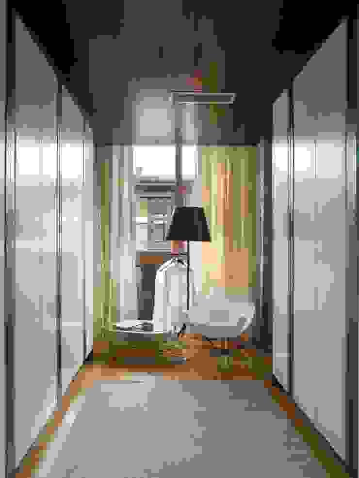 SA&V - SAARANHA&VASCONCELOS Closets de estilo moderno
