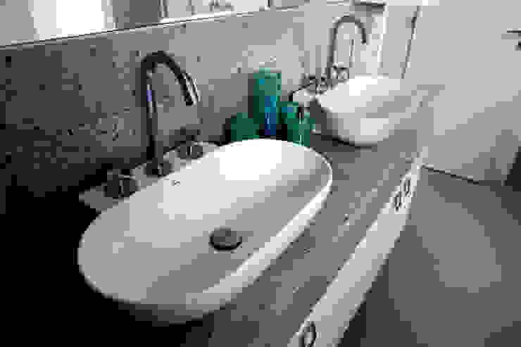 RESIDÊNCIA Banheiros modernos por Vettori Arquitetura Moderno