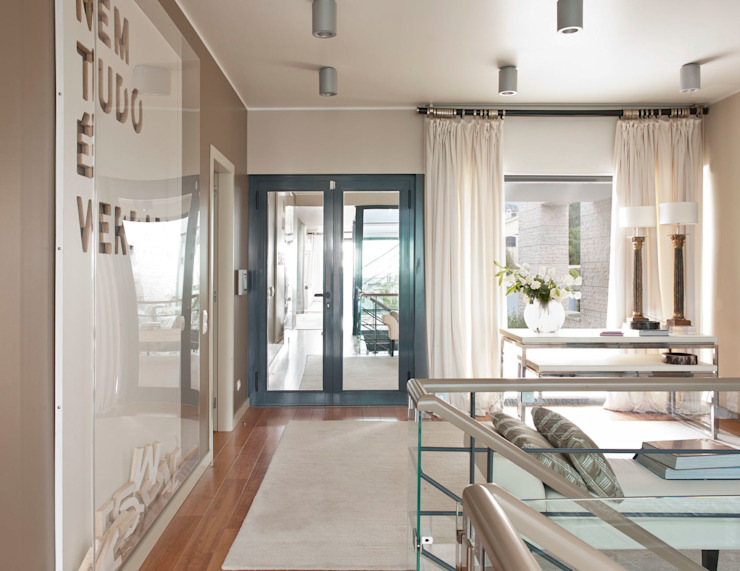 HOUSE OF PLEASURES Corredores, halls e escadas modernos por SA&V - SAARANHA&VASCONCELOS Moderno