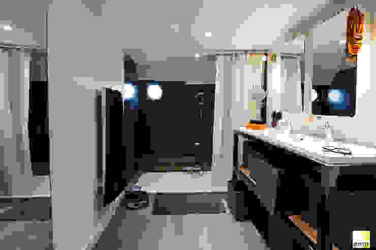 Vue de la salle de bains Salle de bain moderne par Elisabeth Manguin Architecte Moderne Métal