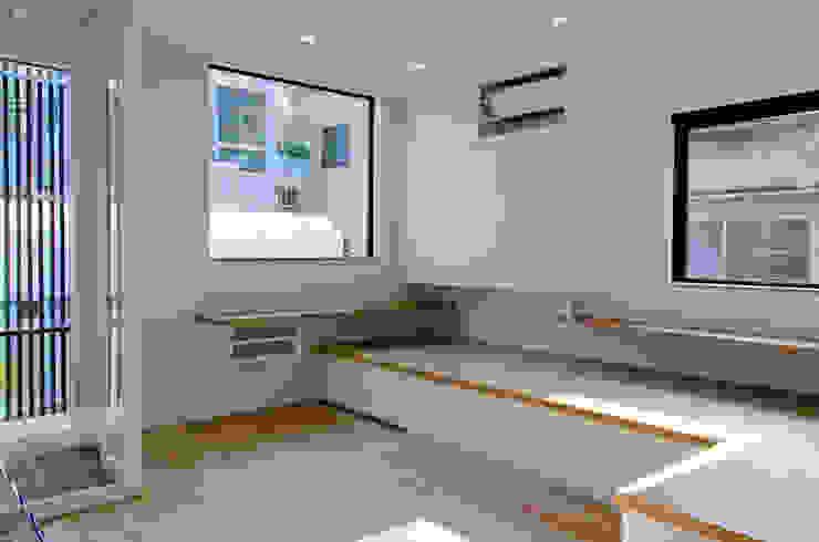 Modern Living Room by 씨즈 아틀리에 Modern