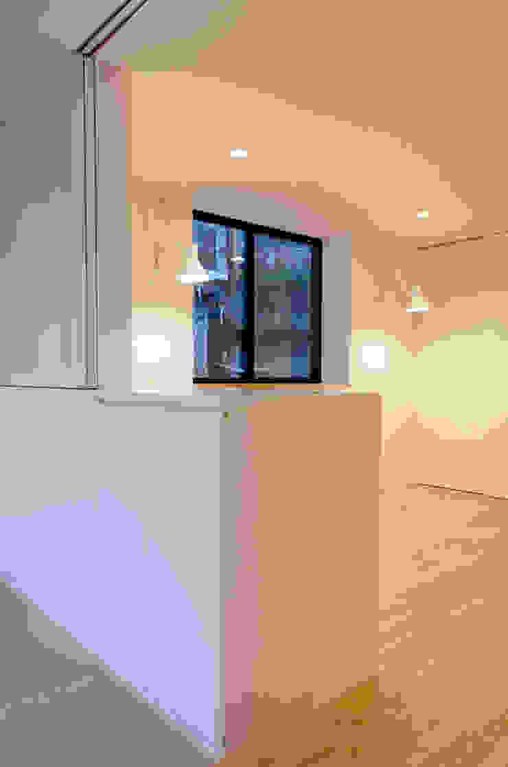 Modern Bedroom by 씨즈 아틀리에 Modern