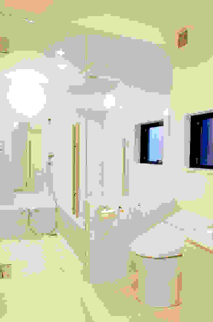 Modern Bathroom by 씨즈 아틀리에 Modern